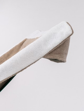 Telo sdraio con cappuccio in spugna 420 gr/mq - Dettaglio cappuccio tortora bordo bianco