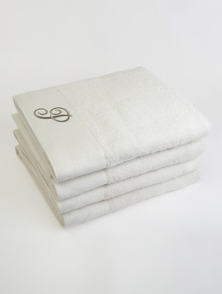 Sponge bath towel with cream-colored linen border and embroidery letter